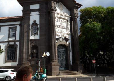 Banque du Portugal, 2 gardes en permanence non visibles sur la photo
