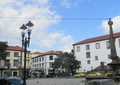 La place et sa fontaine