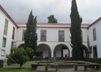 Cour intérieure de la collégiale