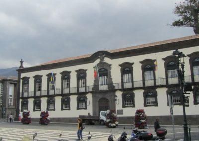 Le tribunal de l'île